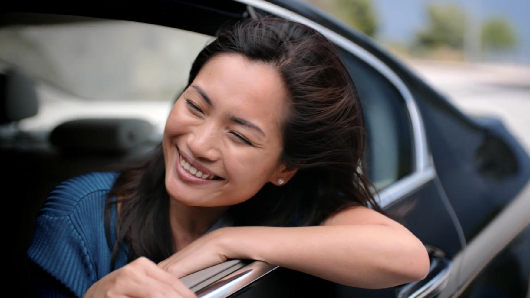Rebeca Kung en el spot de FLONASE